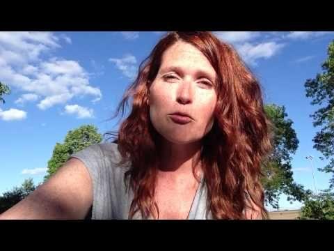 Action ou réaction ::: Petite capsule vidéo relié au texte de Brigitte Guibord, Écologiste émotionnelle - http://les2arts.com/action-ou-reaction / Francine Laporte, créatrice de liens et d'actions • les2arts.com