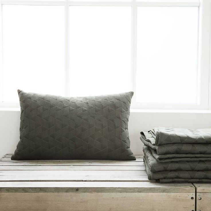 17 beste idee n over groene kussens op pinterest groene kussens groene accenten en gooi kussens. Black Bedroom Furniture Sets. Home Design Ideas