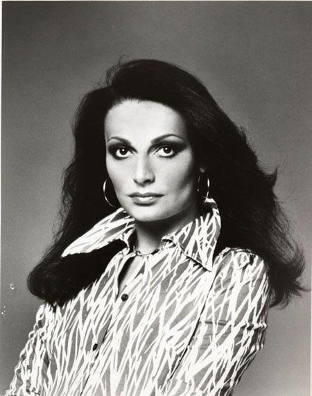 Diane Von Furstenberg WRAP DRESS mostra LosAngeles Sono passati 40 anni da quando la stilista americana lanciò sul mercato la sua creazione più famosa e amata. Un vestito di jersey