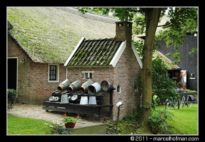Giethoorn, boerderij met bakhuis en melkrek