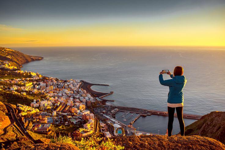 Wenn du wissen möchtest, wie du einen perfekten Sonnenuntergang fotografieren kannst, schau dir unsere leicht erklärten Foto-Tipps im Pixum Blog an.