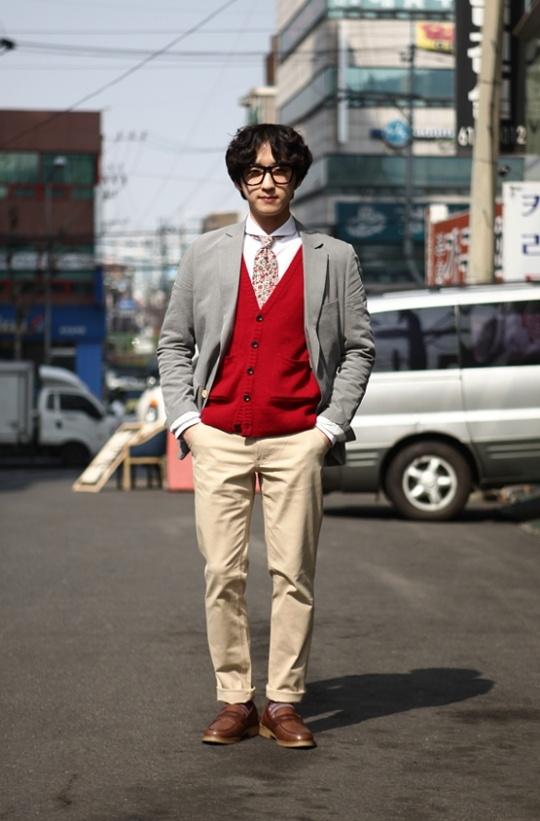 red vest, grey jacket, street fashion of seoul, korea.