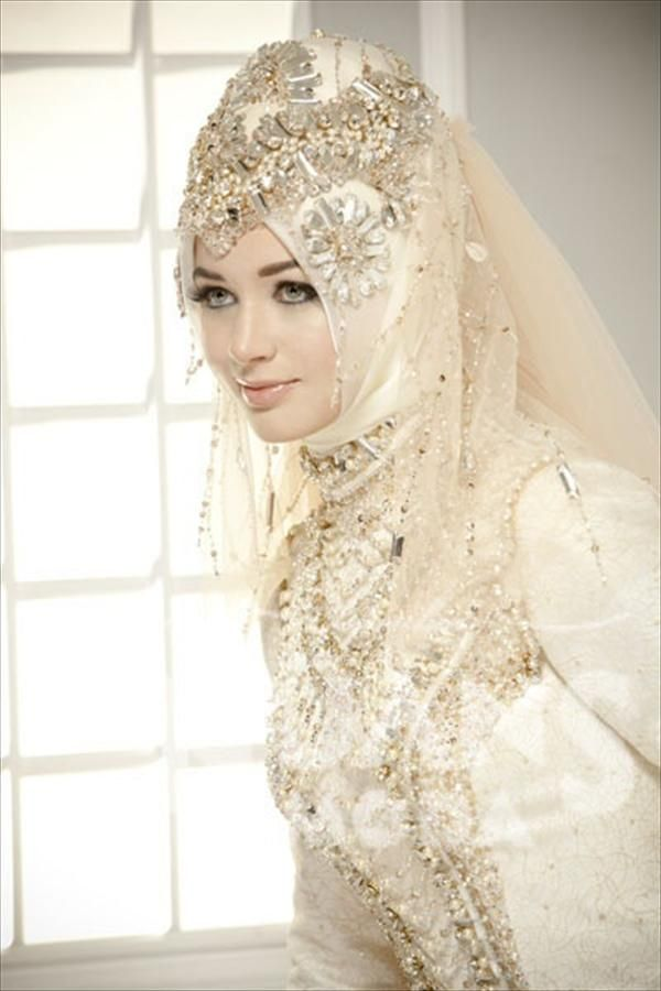 Latest-Designs-Of-Wedding-Dresses-With-HijabAbaya-2015-17 ...