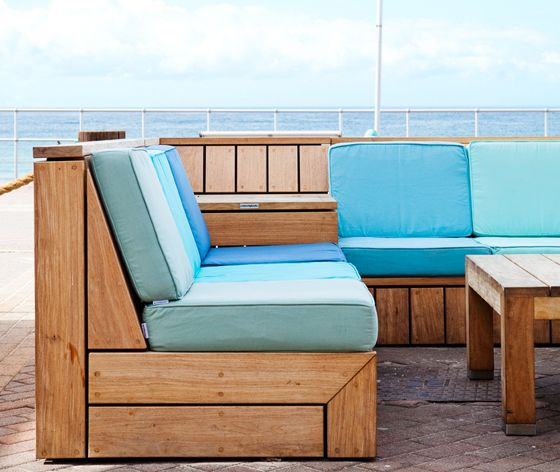 Situated in Bondi Beach, Robert Plumb Project has transformed this outdoor area into a relaxed and comfortable environment.