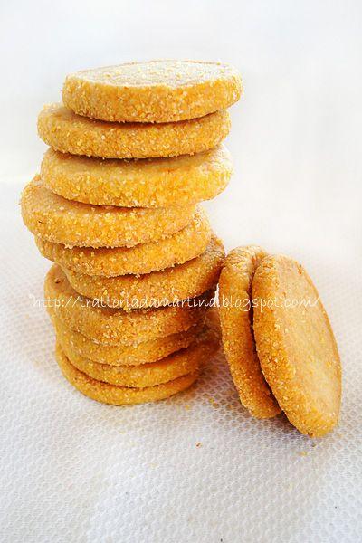 I frollini al mais e profumo d'arancia, resi croccanti dalla farina di mais hanno un gusto particolare e buonissimo. Ideali per colazione o il the delle 17.