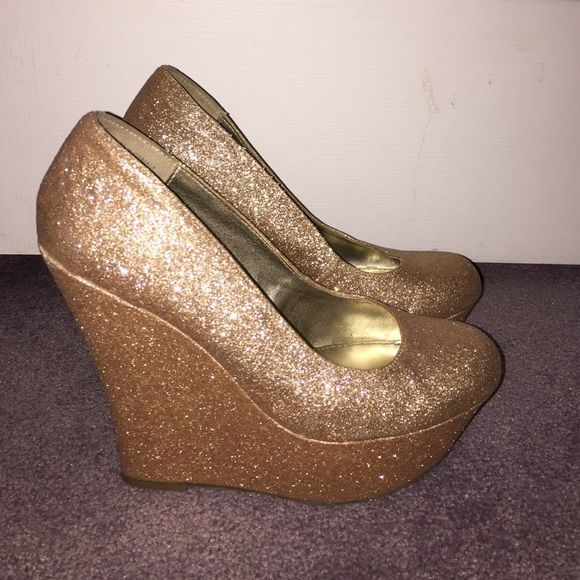 Wedges Steve Madden gold sparkly wedges very comfy only worn a few times Steve Madden Shoes Wedges