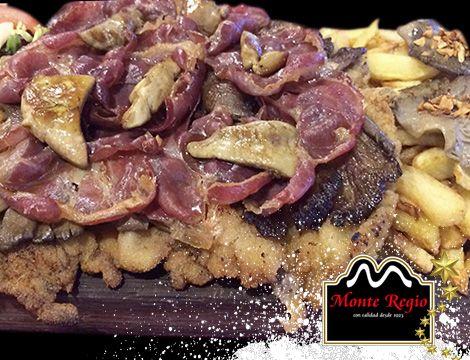¿El plato fuerte del domingo?  Escalope de ternera, con foie, jamón ibérico #MonteRegio, setas y patatas fritas. ¡Que aproveche!