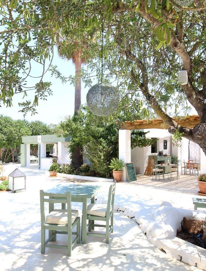 Restaurant Aubergine op Ibiza. Een restaurant om op je lijstje te zetten tijdens een roadtrip over dit Spaanse eiland.