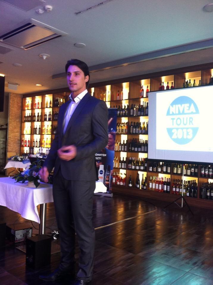 Füzessy Balázs a Nivea Tour Családi Egészsèg és Sport Napról mesél, a Nivea Q 10 sajtótájékoztatón.