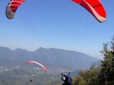 Vuelo en parapente en pareja con Tours in Monterrey