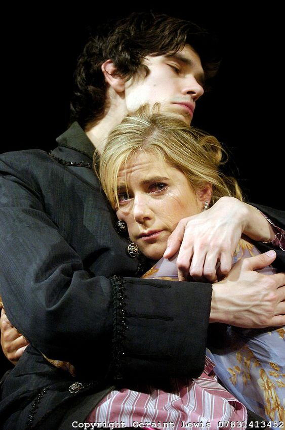 2004 - Ben Whishaw as 'Hamlet' with Imogen Stubbs as Gertrude. @ the Old Vic