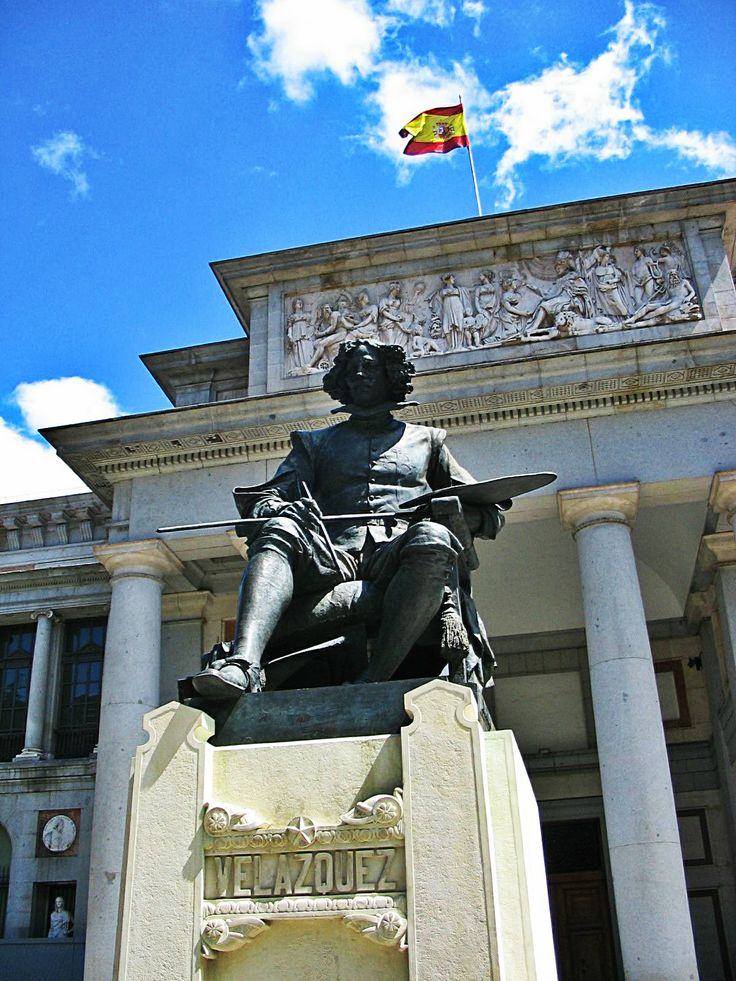 Statue of the painter #Velázquez at the entrance of the Museo del Prado in #Madrid