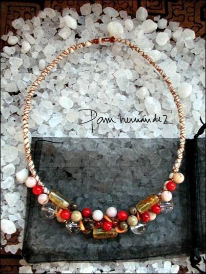 Unique original necklace with different naturals stones, enamelled copper and wool. de Handcraftdesigner en Etsy