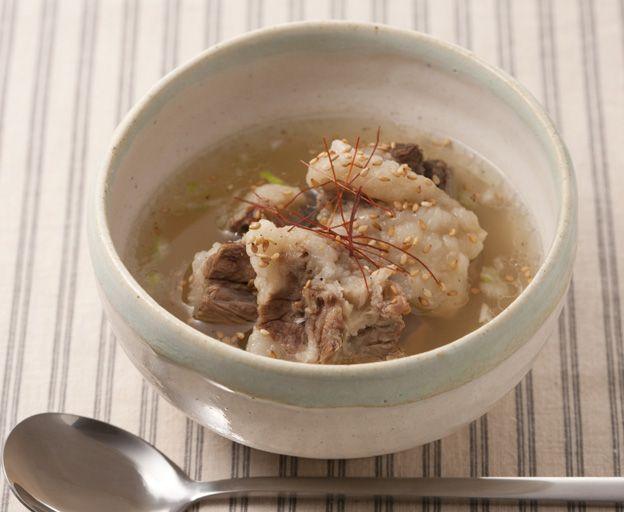 コムタン(牛テールのスープ)