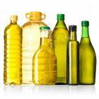 Een goede vinaigrette bestaat volgens de Franse traditie uit drie eenheden olie en een eenheid rode wijnazijn. Die azijn kan je vervangen door o.a. ci...