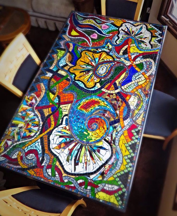 Creating A Mosaic Table at http://handy-manchicago.com/a-mosaic-table-to-accent-any-room/#sthash.e0UmzoA2.dpbs