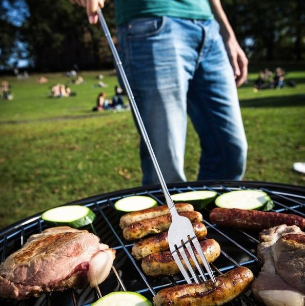 Be the BBQ-Queen of the party with this adjustable BBQ party fork!