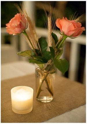 peach colored roses & wheat stems + a burlap table runner