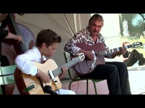 ▶ Festival Jazz manouche des Tuileries 2013 - YouTube (the two guys playing the same guitar - awesome!)