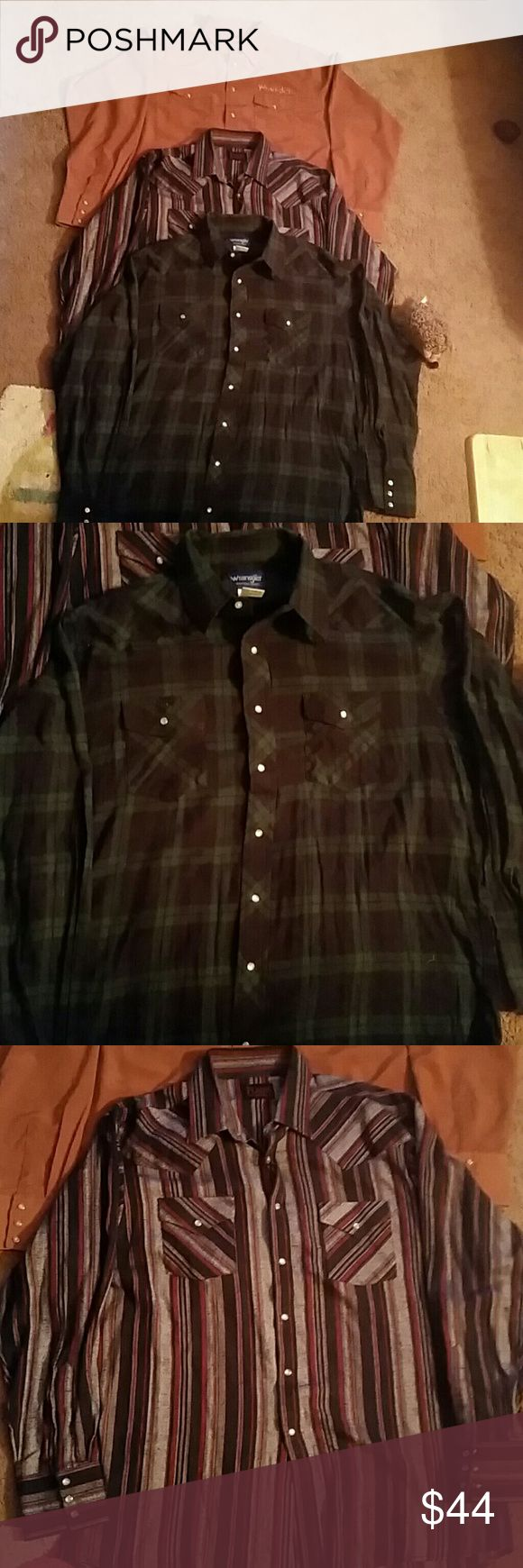 Starting a men's X large long sleeve shirts Men's lot of 3 long sleeve Pearl snap shirts 2 or flannel the tan one is polyester but it feels like Silk the other two are flannel the two flannel ones have been lightly used but the brown silk one has never been used 2 by Wrangler and 1 is by Plains great for this winter oh one of the flannel ones is a tall which means it's really long the blue and green flannel one 2 wrangler 1 plains Shirts