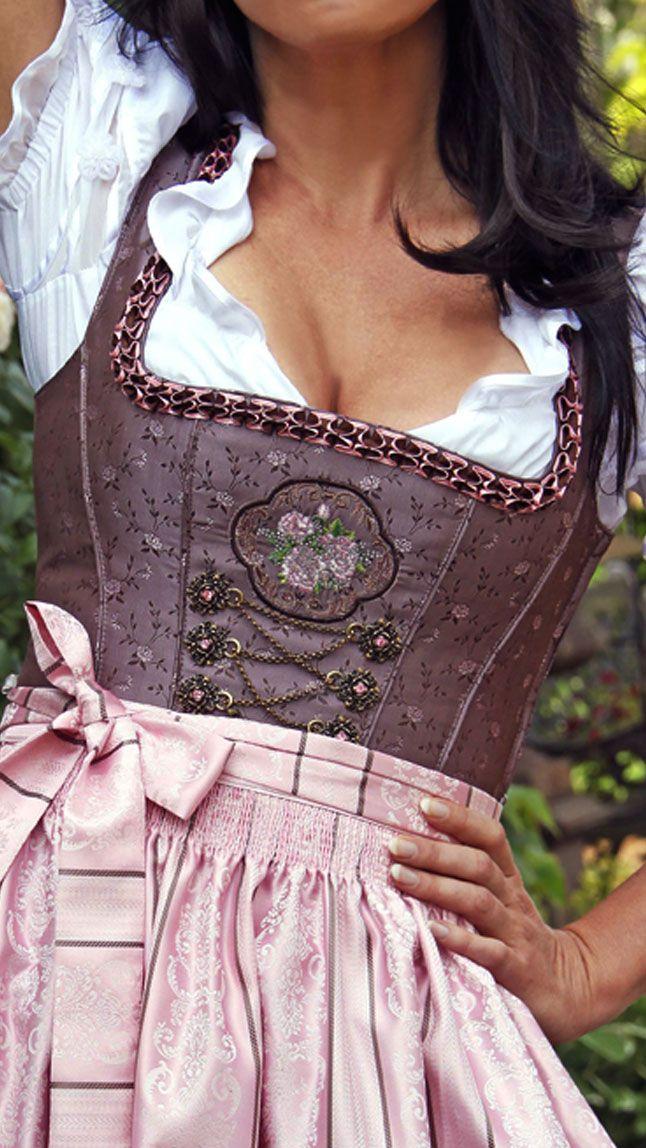 #Farbbberatung #Stilberatung #Farbenreich mit www.farben-reich.com Langes Dirndl aubergine rosa - Martina