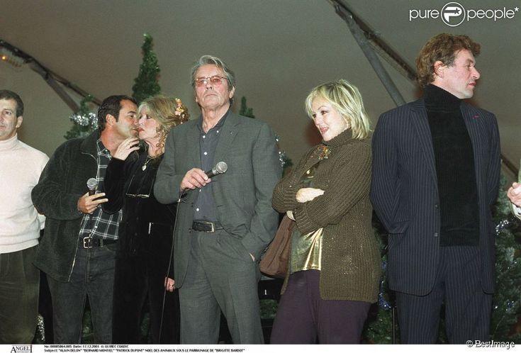 Alain Delon, Bernard Montiel, Patrick Dupond, lors du Noël des animaux sous le parrainage de Brigitte Bardot (2001)