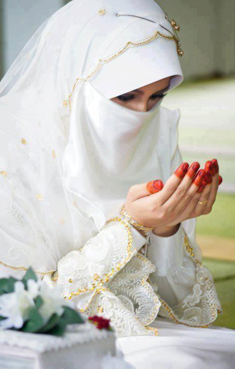 Bride in Prayer - Muslimah Photos (Girls and Women & Hijab Photos)   IslamicArtDB.com