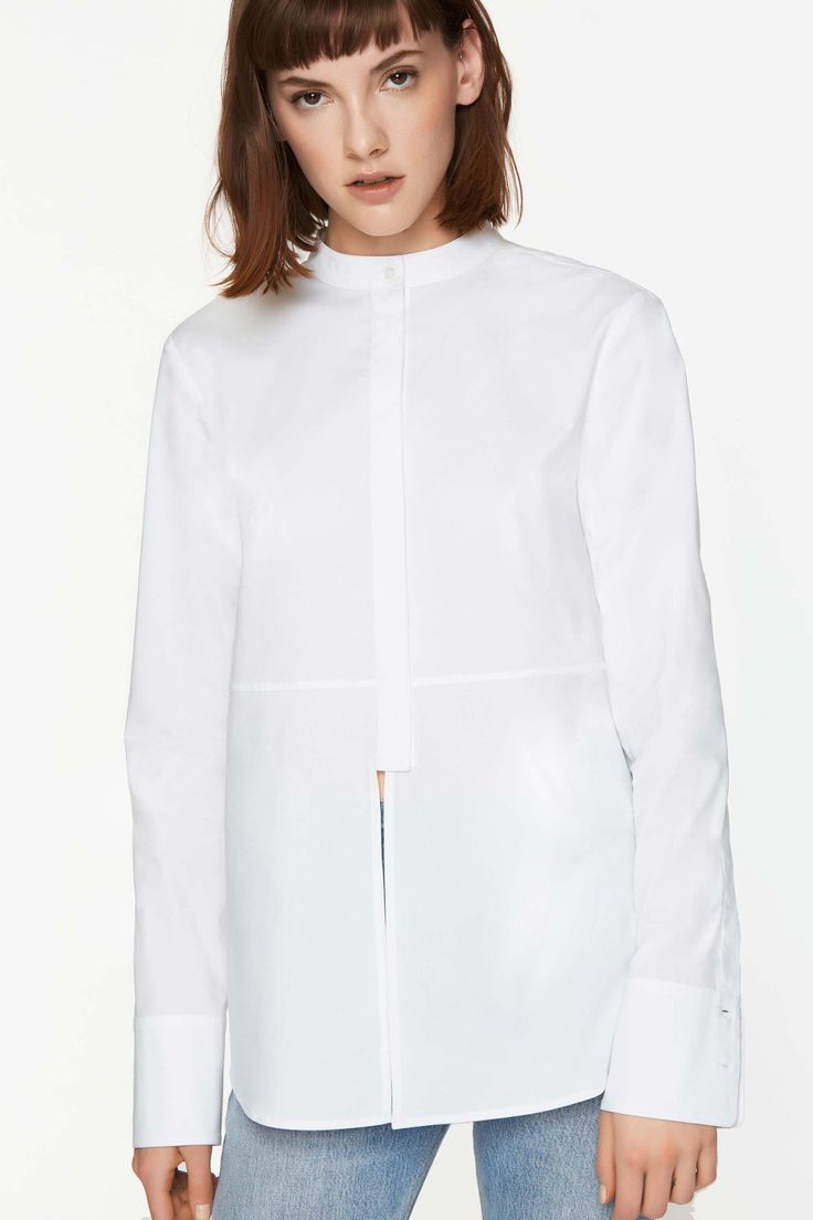 Button sleeve details, a split front and lace-up back add a modern twist to the classic button down. This cotton poplin Harley shirt guarantees even novices can