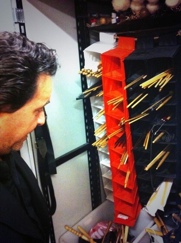 #musicstreets #GiuseppeCacciola mostra orgoglioso suoi ferri del mestiere. 11feb inarrivo info