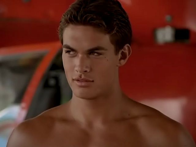 "Jason Momoa Baywatch | Jason Momoa Shirtless in ""Baywatch: Hawaii"""
