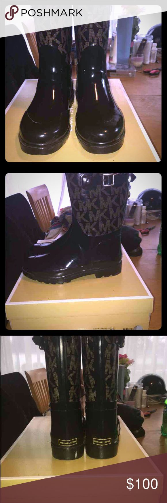 MK boots Super cute MK boots  Very nice  Barely wear  Has one little mark on the back it's white other than that really good condition  Comes with box Michael Kors Shoes Winter & Rain Boots