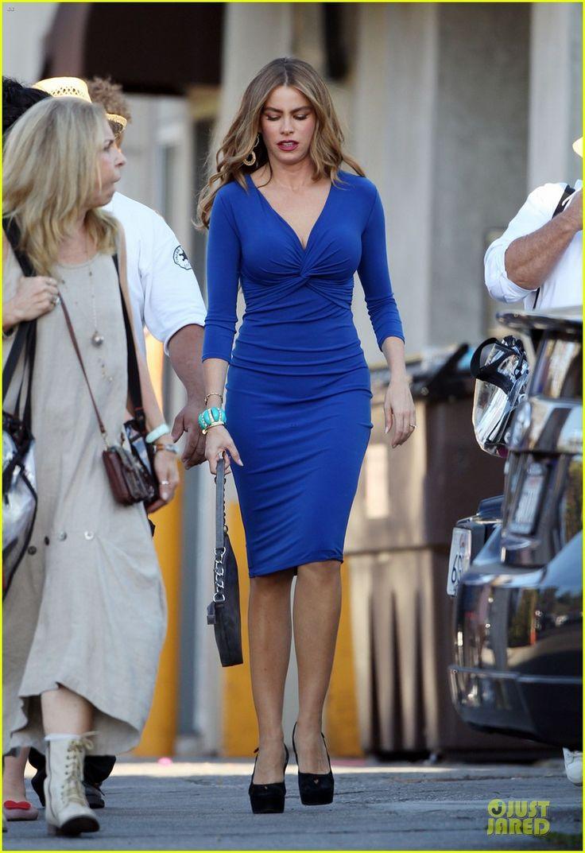 sofia-vergara-three-stooges-blue-dress