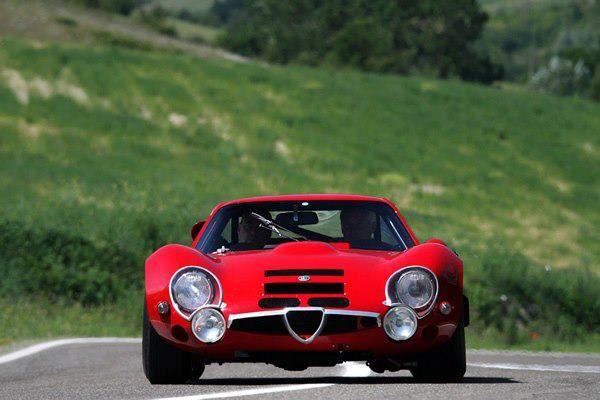 Alfa Romeo TZ2 un altro capolavoro Alfa ed una delle macchine piu' belle mai fatte