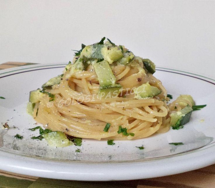 Carbonara di zucchine, ricetta vegetariana e veloce