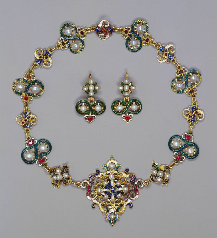 Parure with necklace, brooch and earrings  given by Mary Queen of Scots: Enamels Gold, Jewelry Sets, Parur, Mary Queen, Queen Mary, Mary Seton, Necklaces, Gold Pearls, The Royals
