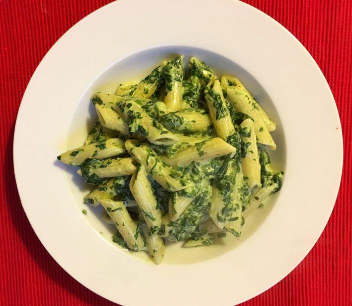 Een heel simpel en supergoedkoop recept voor Spinaziepasta voor 1 persoon. Heel lekker! en zo makkelijk te maken! Yummie!