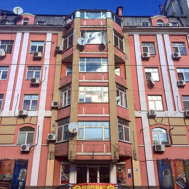ул. Константиновская, 10, Подольский район, Подол, г. Киев.  7-8-этажный, монолитно-каркасный дом.    #architecture #buildings #igerskiev #igkiev #insta_kiev #instakiev #Kiev #kiev_foto #kiev_ig #kievblog #kievcity #kievgram #kievphoto #kievpics #kievrealtor #Kyiv #Podol #realestate #realtor #квартираКиев #Киев #киевриэлтор #Київ #недвижимость #контрактоваяплощадь #недвижимостьКиева #Поділ #Подол #риелторКиев #риэлтор