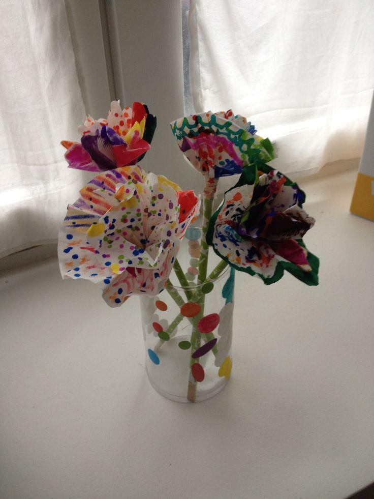 Fleurs en papier diy par les filles 3 et 4 ans 1 2 des filtres caf des feutres et des - Comment tenir des baguettes chinoises ...