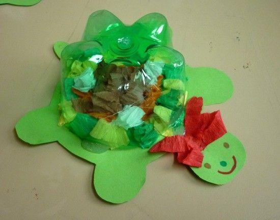 želvička - skvělá kombinace plastové lahve, čtvrtky a krepáku