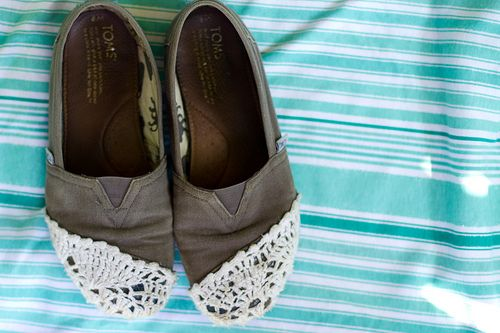 refashioned Toms. I could do this.: Diy Flatsl, Good Ideas, Fashion Shoes, Diy Fashion, Toms Refashion, Crochet Toms, Www Tomsshoeseoutlet Com, Refashion Toms, Diy Refashion
