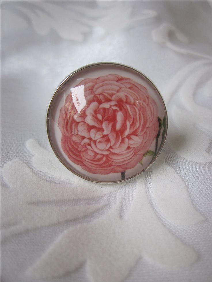 Ring mit üppigem Rosen-Motiv von Madame Floralie.