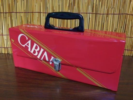 商品名 :CABIN85 キャビン カセットテープケース サイズ :高さ約12.5cm タテ7.5cm ヨコ29cm(取っ手倒した状態)素材  :ビニール 他  状態  :中古 使用品 経過年数の