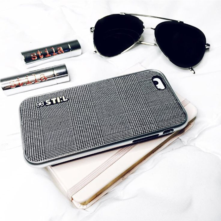 """Instagram의 Claudia Felix-Garay님: """"Planning finishing touches to head out to Long Beach for #WeAllGrow tomorrow! Of course I needed my @stil_mind case and other basics. #stilcollaboration #stilmind #stilcase #2015stilphotowall"""""""