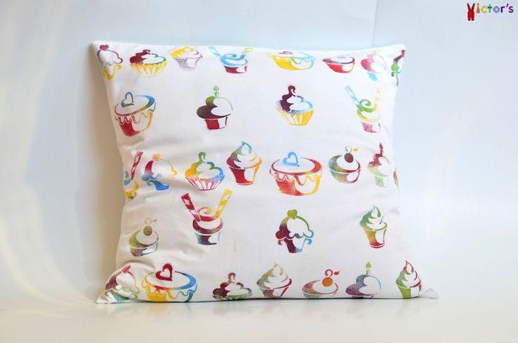 Cupcakes throw pillow case