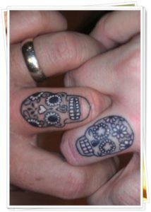 tatuagens no dedo caveiras