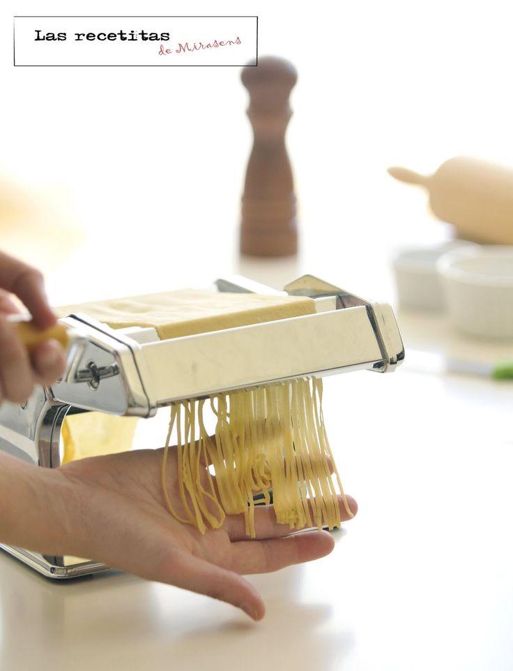 Siempre me han gustando las máquinas de hacer pasta fresca. Cuando las veía en las tiendas me quedaba mirándolas con ganas de comprar una, ...