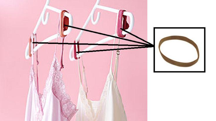 Pour que vos habits ne glissent pas de vos cintres, fixez 2 élastiques aux extrémités de ceux-ci.