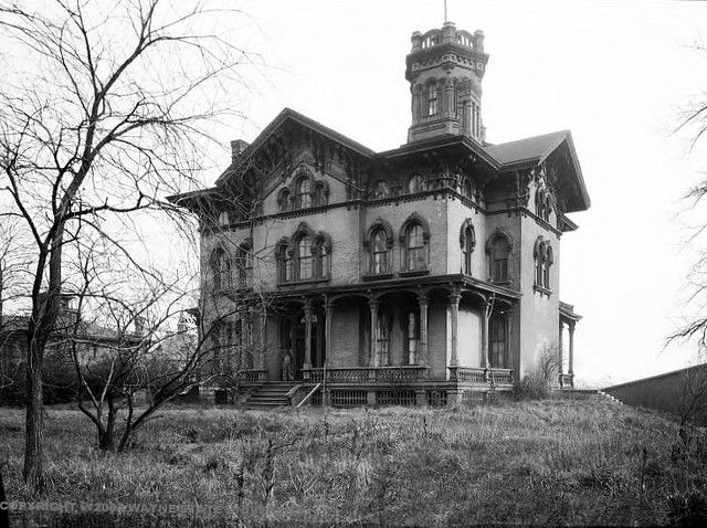 Swain House, Fort Street, Detroit. Dare you to walk through this place on a stormy Halloween night!