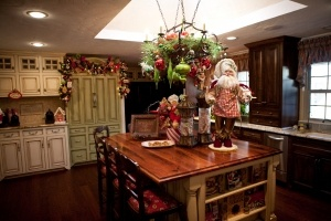 Kitchen Island Christmas Decor...a personal favorite idea of mine!!  The Primitive Pinecone staff LOVES to see your island decorated...it becomes the kitchen focal point!   Items similar to these can be found at The Primitive Pinecone gift shop. Www.hillfarms.com