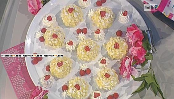 """La ricetta del torta mimosa allo yogurt con albicocche e lamponi di Ambra Romani del 07 aprile 2016, a """"La prova del cuoco"""""""